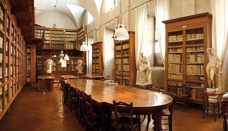 قسمتی از کتابخانه آکادمی