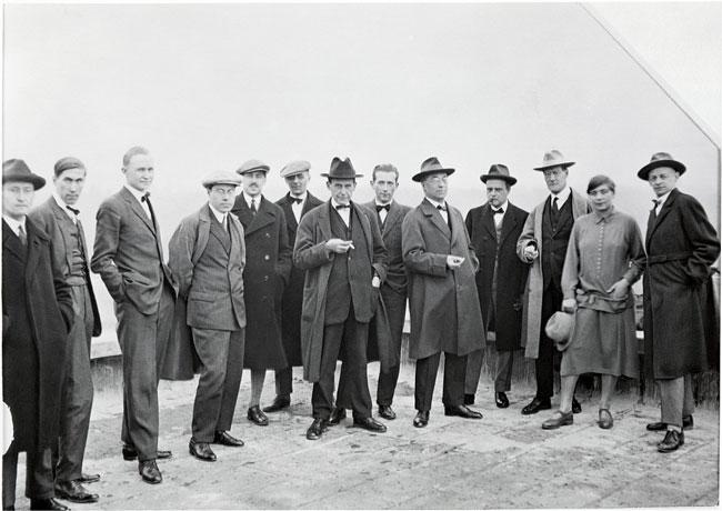 تصویر اساتید باهاوس که کاندینسکی و پل کله نیز در بین آنها حضور دارند