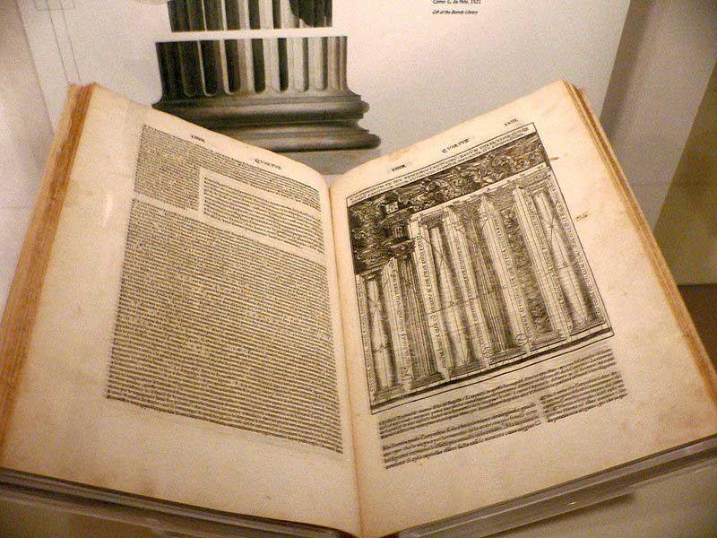 یک نسخه از ده کتاب معماری ترجمه چزاره چزاریان به ایتالیایی روان