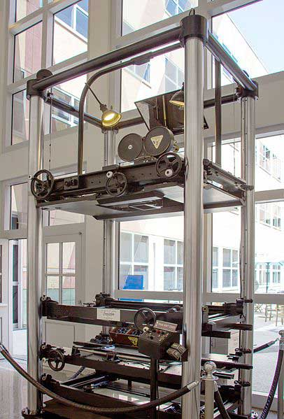 یک دستگاه multiplane camera که در استودیوی دیزنی استفاده می شده