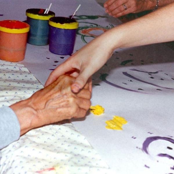برای تربیت یک هنر درمان گر نیاز به صدها ساعت آموزش و درجه کارشناسی ارشد می باشد