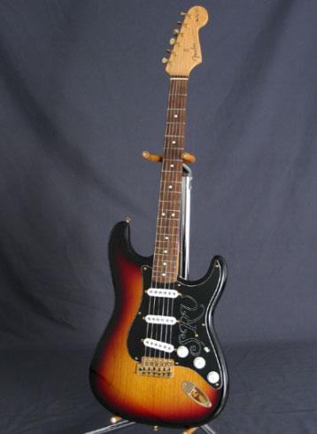 گیتار طرح فندر